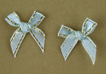 Pack of 100 2cm Bows. Pale Blue and Gold.