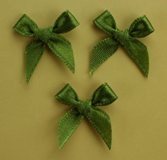Pack of 100 2cm Bows. Green.