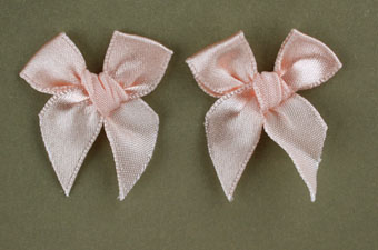 Pack of 50 3cm Bows. Salmon.