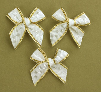 Pack of 100 2.5 cm Bows. White and Gold.