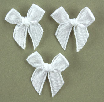 Pack of 100 2cm Bows. White.