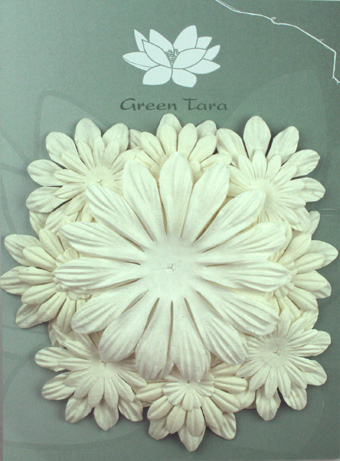 Pack of 22 mixed petals, White