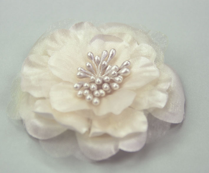 **NEW** Heirloom 6.5cm Silk and Organza Flowers Cream 12 pcs