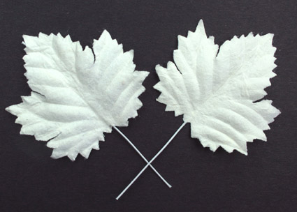 100 Maple Leaves White 4.5cm.