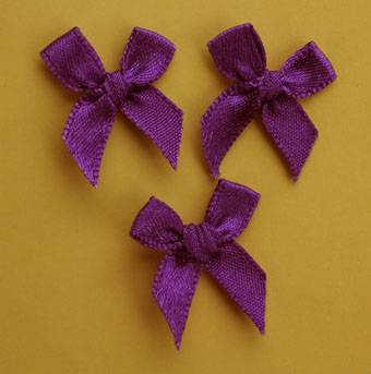 Pack of 100 2cm Bows. Purple.