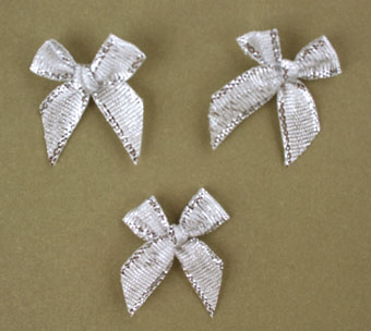 Pack of 100 2cm Bows. Metallic Silver.