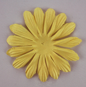 10cm petals. Yellow Pack of 25.