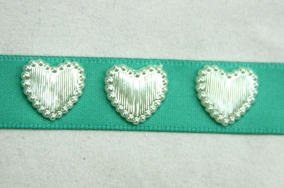 100  Satin Pearl Heart  1.5cm Ivory
