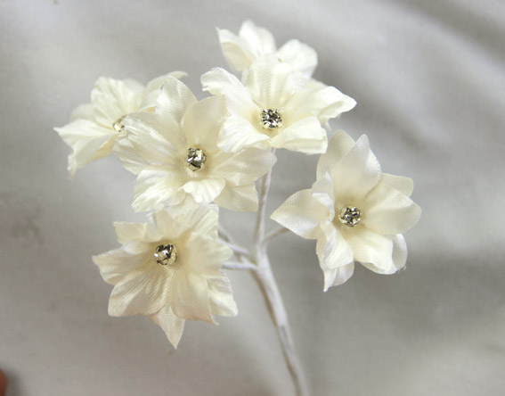 Silk Flowers with Swarovski Crystal Centres. 3cm Ivory. Bulk pack of 60.
