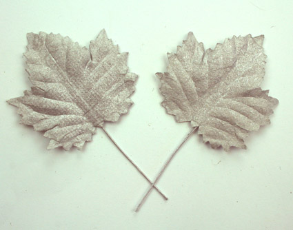 100 Maple Leaves Metallic Silver 4.5cm.