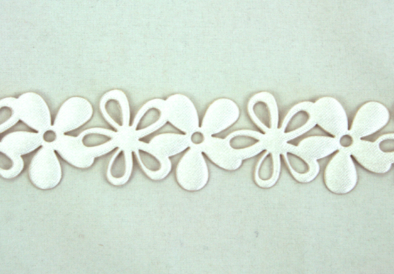 20mm Self Adhesive Flower Garland 10m Roll White