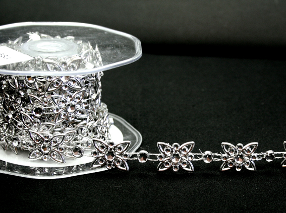 16mm Flower Silver Diamante Trim 10m