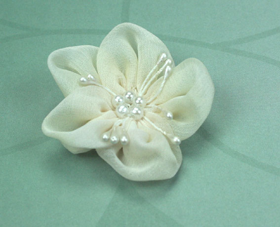 Sakura 5cm Silk and Pearl Flowers Ivory 12 pcs