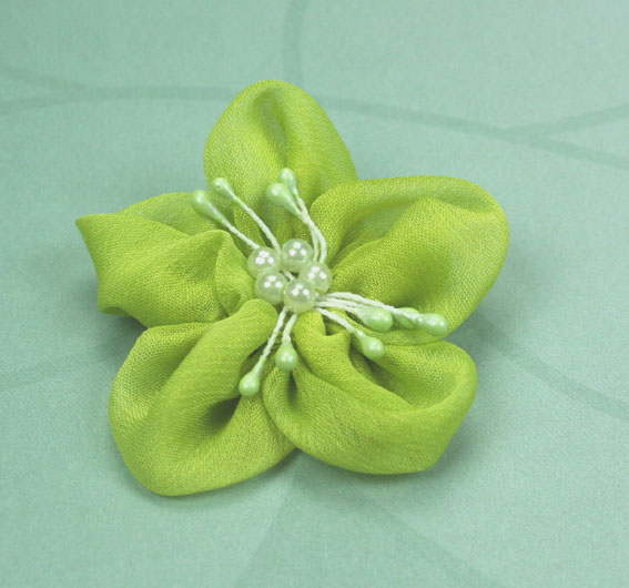 Sakura 5cm Silk and Pearl Flowers Lime 12 pcs